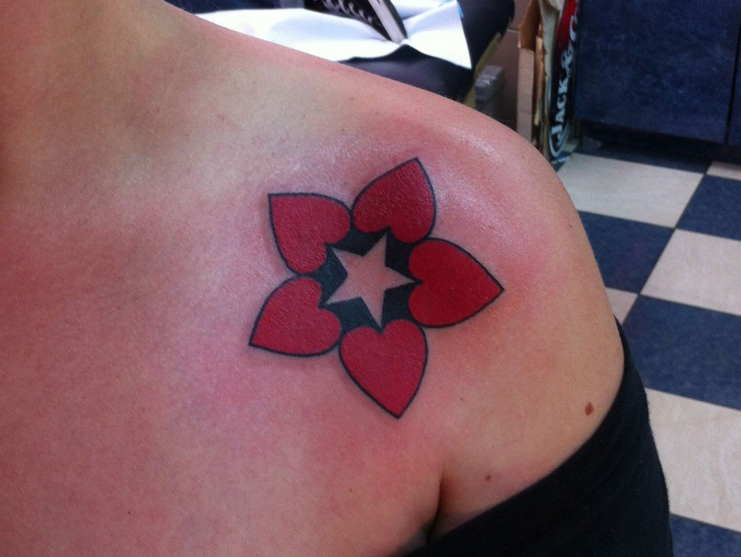 TRADITIONAL HEART STAR ON SHOULDER